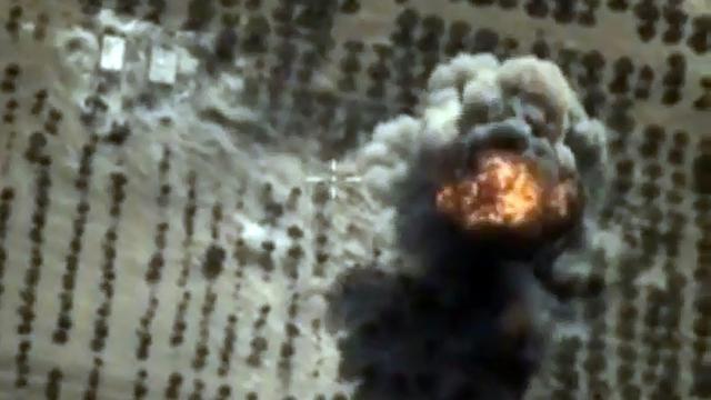 Capture d'écran d'une video fournie le 15 octobre 2015 par le ministère russe des Affaires étrangères montrant une frappe russe à Idleb en Syrie [HO / RUSSIAN DEFENCE MINISTRY/AFP]