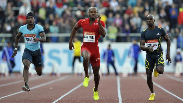 Le Jamaïcain Asafa Powell (C) court le 100m au meeting d'Ostrava en République tchèque, le 27 juin 2013 [Samuel Kubani / AFP/Archives]