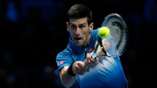 Le Serbe Novak Djokovic affronte le Japonais Kei Nishikori lors de la 1re journée du Masters à Londres, le 15 novembre 2015 [ADRIAN DENNIS / AFP]