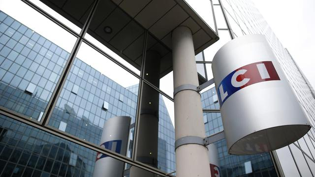 Le logo de la chaîne de télévision d'information continue LCI, à l'entrée de la tour TF1 à Boulogne Billancourt près de Paris, le 29 juillet 2014 [Kenzo Tribouillard / AFP/Archives]