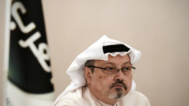 Le journaliste saoudien Jamal Khashoggi, le 15 décembre 2014 lors d'une conférence de presse à Manama, à Bahreïn [MOHAMMED AL-SHAIKH / AFP/Archives]