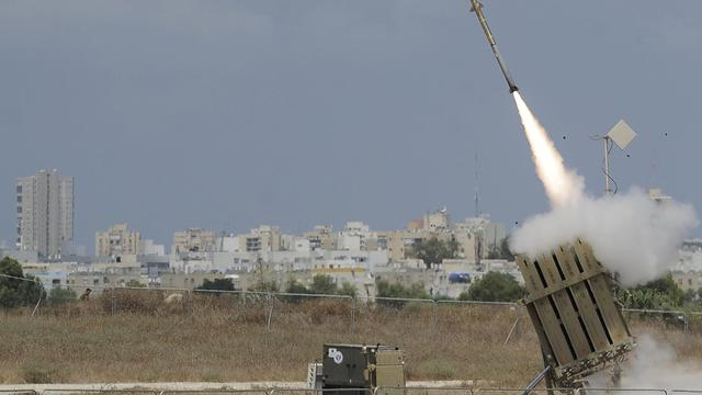 Un missile lancé depuis une batterie de défense antimissile Iron Dome, le 15 juillet 2014 à Ashdod en Israël [David Buimovitch / AFP/Archives]