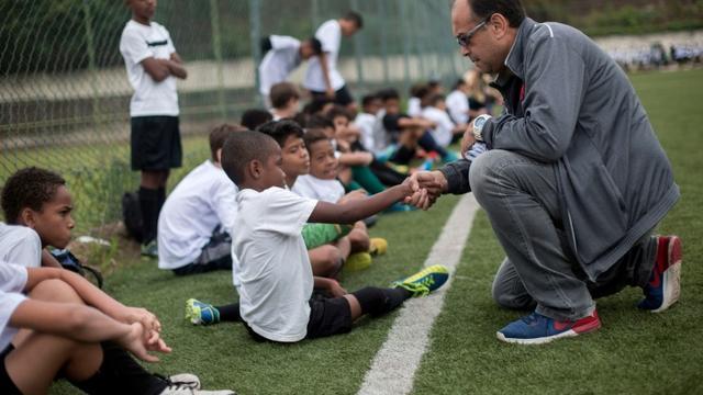 Jorge Athayde, scout pour le club brésilien de Vasco da Gama, le 24 octobre 2017 avec des espoirs [Mauro PIMENTEL / AFP/Archives]