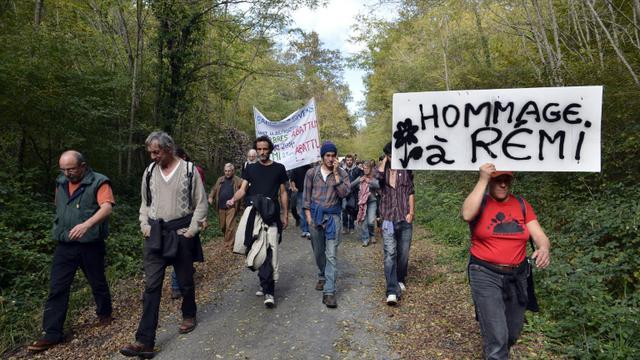 Des soutiens de Rémi Fraisse, tué en 2014 sur le site du barrage de Sivens, dans le Tarn, manifestent à Gaillac le 25 octobre 2015 [REMY GABALDA / AFP/Archives]