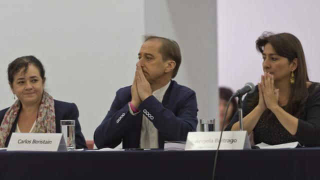 Les membres du Groupe international d'enquêteurs indépendants (GIEI), le 6 septembre 2015 devant la presse à Mexico [OMAR TORRES / AFP]