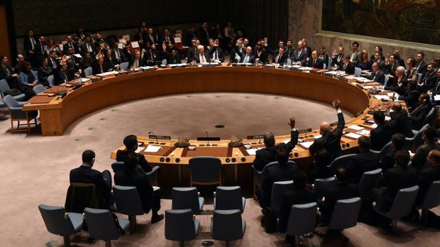 Le Conseil de Sécurité des Nations Unis votent l'adoption d'une résolution contre le financement de l'EI, le 17 décembre 2015  [TIMOTHY A. CLARY / AFP]