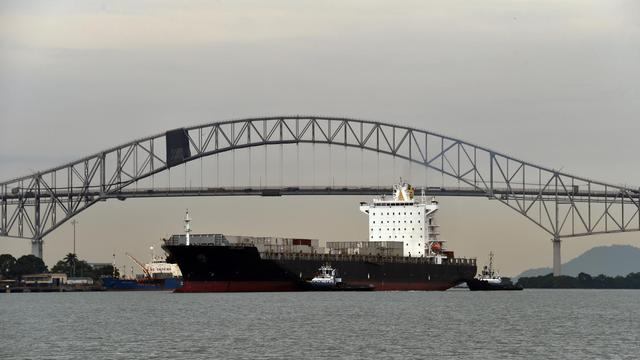 Un cargo sur le canal de Panama, le 15 août 2014 [Rodrigo Arangua / AFP]