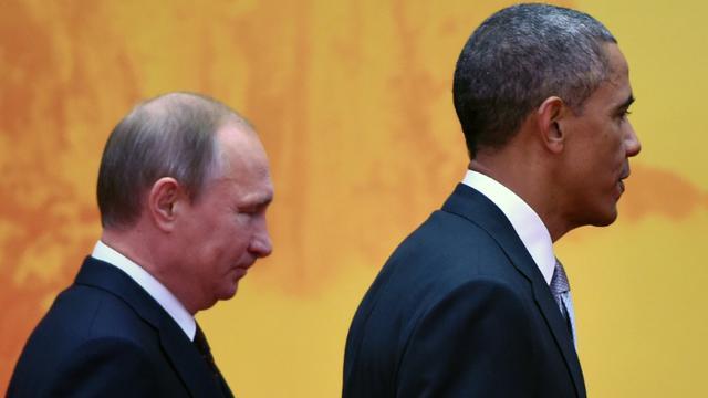 Les présidents américain Barack Obama (d) et Vladimir Poutine, le 11 novembre 2014 au sommet Asie-Pacifique, au nord de Pékin, en Chine   [Greg Baker / AFP]