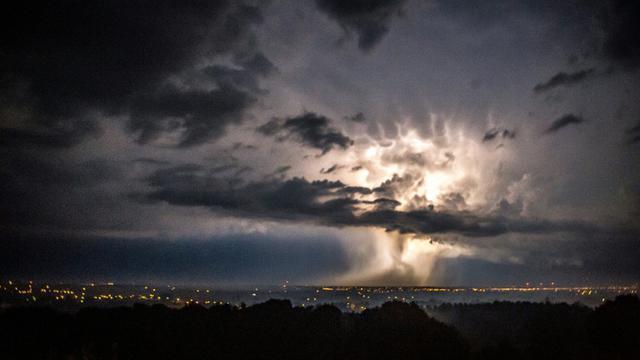Un orage le 30 août 2015 à Boeschepe dans le nord de la France.  [PHILIPPE HUGUEN / AFP/Archives]