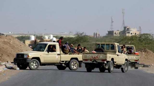 Des forces progouvernementales yéménites déployées dans la périphérie est de Hodeida, ville portuaire stratégique sur la mer Rouge aux mains des rebelles Houthis le 14 novembre 2018 [Saleh Al-OBEIDI / AFP]