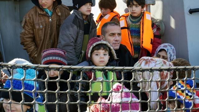 Des migrants à leur arrivée le 8 février 2016 à Lesbos [STRINGER / AFP/Archives]