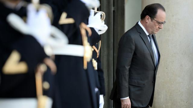 Le président François Hollande sur le perron de l'Elysée le 15 novembre 2015 à Paris [STEPHANE DE SAKUTIN / AFP]