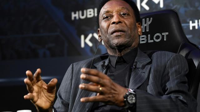 La légende du foot Pelé lors d'une rencontre avec Kylian Mbappé organisée par un sponsor, le 2 avril 2019 à Paris [FRANCK FIFE / AFP]