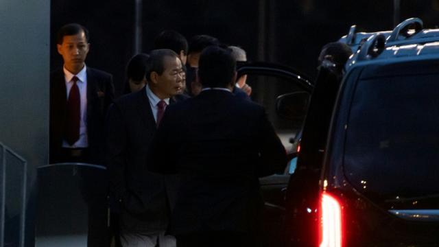 Des membres de la délégation nord-coréenne arrivent à l'aéroport de Stockholm, le 3 octobre 2019 en Suède [Jonathan NACKSTRAND / AFP]