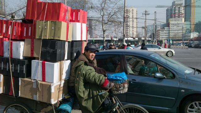 La Chine a vu ses exportations et importations dégringoler de concert à nouveau en janvier [Fred Dufour / AFP/Archives]