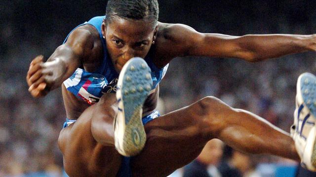 La sauteuse en longueur italienne Fiona May, lors des JO d'Athènes en 2004 [Eric Feferberg / AFP/Archives]