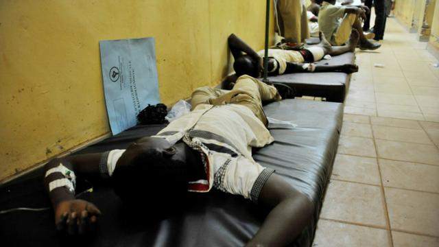 Un homme blessé par balles est allongé le 18 septembre 2015 dans le principal hôpital de Ouagadougou [AHMED OUOBA / AFP]