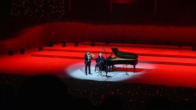 """Le violoniste français Renaud Capuçon donne le 4 janvier 2019 un concert lors de la première édition du festival musical """"Winter at Tantora"""" à Al-Ula (Arabie saoudite) [FAYEZ NURELDINE / AFP]"""