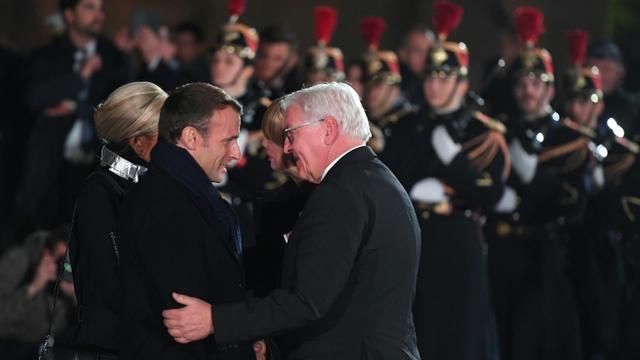 Emmanuel Macron et le président allemand Frank-Walter Steinmeier lors d'une cérémonie militaire à Strasbourg le 4 novembre 2018 [Patrick HERTZOG / AFP]