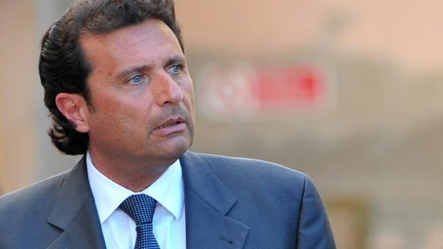 L'ex-commandant du Costa Concordia Francesco Schettino quitte le tribunal de Grosseto, le 15 avril 2013 [Tiziana FABI, Tiziana FABI / AFP/Archives]