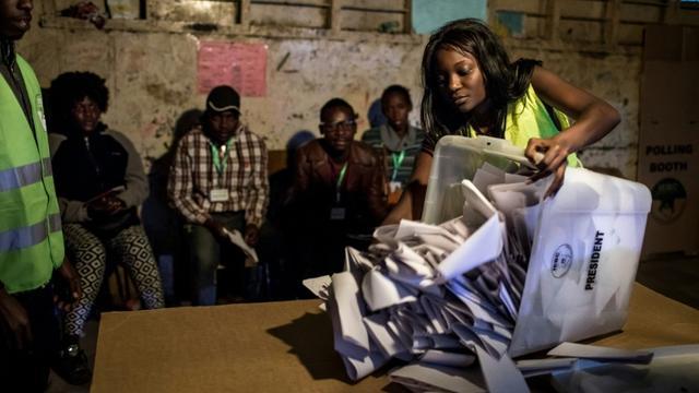 Le décompte des votes, le 8 août 2017 à Nairobi [LUIS TATO / AFP]