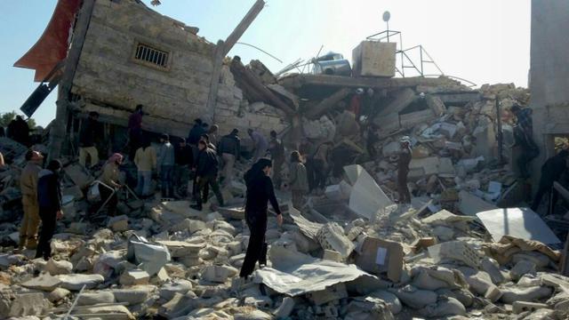 Image fournie par Médecins sans frontières le 16 février 2016, des ruines d'un hôpital bombardé la veille dans la province syrienne d'Idlib, au nord du pays [Sam Taylor / MSF/AFP/Archives]