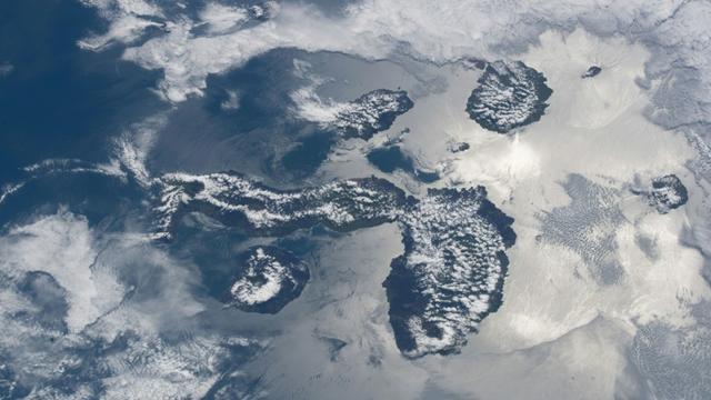 L'archipel des Galapagos, photo prise par l'astronaute Ricky Arnold et diffusée par la Nasa le 23 avril 2018 [Ricky ARNOLD / NASA/AFP/Archives]