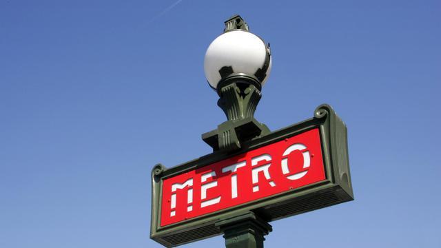 Une bouche de métro parisien [Jacques Demarthon / AFP/Archives]