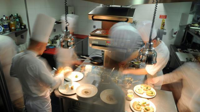 La cuisine d'un restaurant le 28 octobre 2008 à Lyon [Fred Dufour / AFP]
