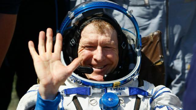 L'astronaute britannique Tim Peake après don atterrissage esur terre dans les steppes du Kazakhstan, le 18 juin 2016 [SHAMIL ZHUMATOV / POOL/AFP]