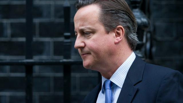 Le Premier ministre britannique David Cameron quitte le 10 Downing Street à Londres pour rejoindre le Parlement qui doit se prononcer sur d'éventuelles frappes en Syrie, le 2 décembre 2015  [JUSTIN TALLIS / AFP]