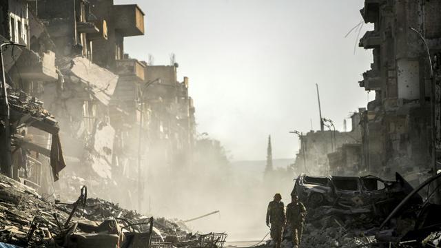 Des combattants des Forces démocratiques syriennes à Raqa, ancienne «capitale» de Daesh en Syrie, le 21 octobre 2017.