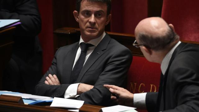 Le Premier ministre Manuel Valls (g) à l'Assemblée nationale à Paris, le 27 octobre 2015 [DOMINIQUE FAGET / AFP]