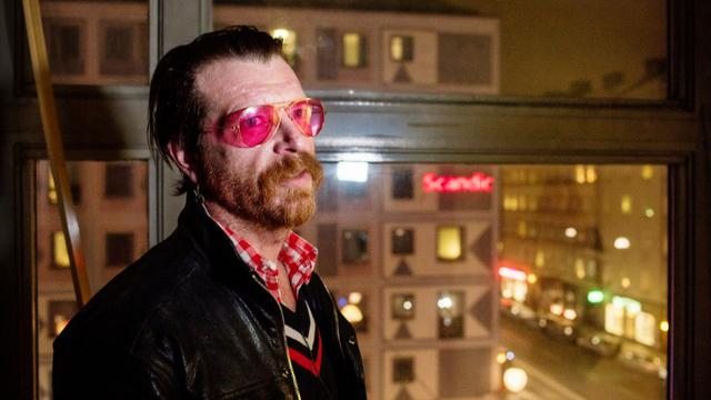 "Jesse Hughes, chanteur et guitariste du groupe  ""Eagles of Death Metal"", lors d'une interview à l'AFP le 13 février 2016 à Stockholm [GUSTAV MAARTENSSON / AFP/Archives]"