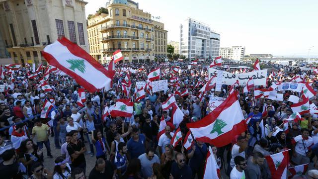 """Les organisateurs de la manifestation ont promis une """"escalade"""" si leurs revendications n'étaient pas entendues d'ici 72h, soit le terme de l'ultimatum lancé le 29 août 2015 à Beyrouth [ANWAR AMRO / AFP]"""