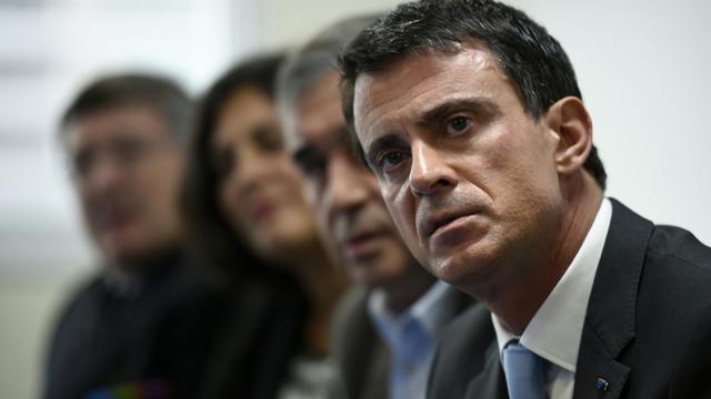 Le Premier ministre Manuel Valls, le 26 octobre 2015 aux Mureaux [LIONEL BONAVENTURE / AFP]