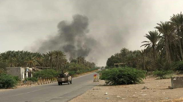 Des forces progouvernementales yéménites lors de combats contre les rebelles Houthis dans la région de Hodeida, au Yémen, le 19 juin 2018 [STRINGER / AFP/Archives]