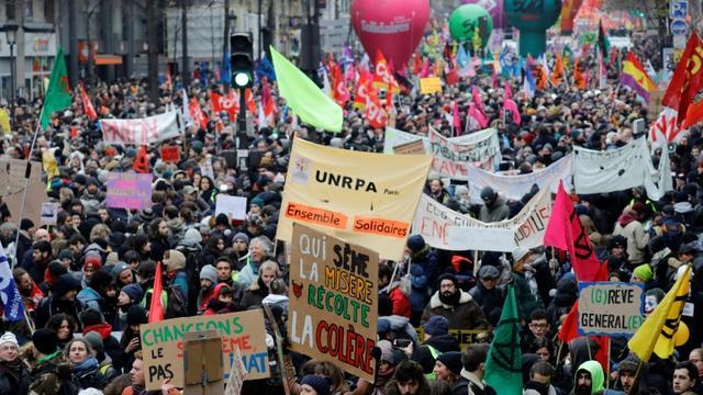 Manifestation contre le projet de réforme des retraites le 5 décembre 2018 à Paris. [Thomas SAMSON / AFP]