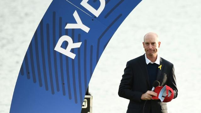Le capitaine des Etats-Unis Jim Furyk dépité après la victoire de l'Europe lors de la 42e édition de la Ryder Cup, le 30 septembre 2018 à Saint-Quentin-en-Yvelines  [FRANCK FIFE / AFP]