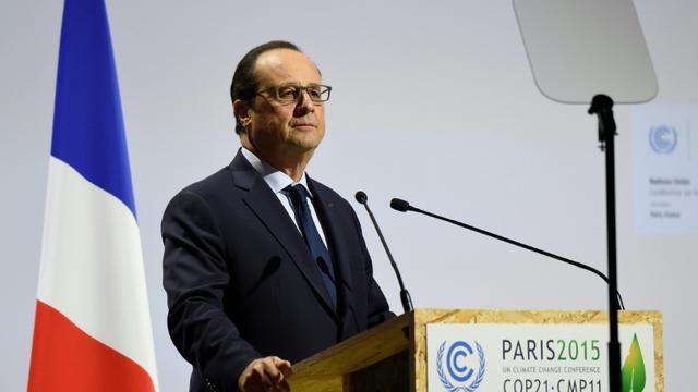 Le président François Hollande lors d'un discours devant la séance plénière de la COP21 au Bourget, le 30 novembre 2015 [ERIC FEFERBERG / AFP]