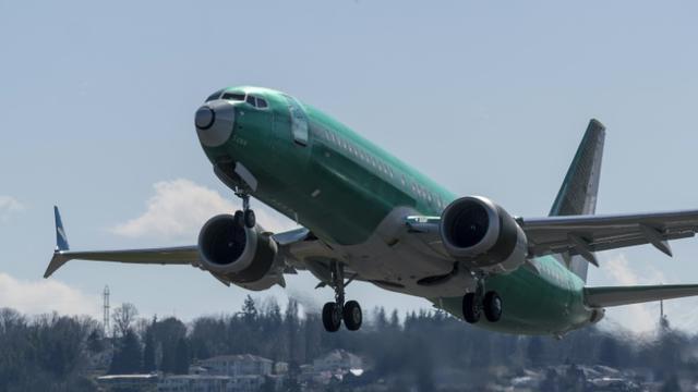Un Boeing 737 MAX 8 décolle de l'aéroport de Renton, où se trouve l'usine Boeing, le 22 mars 2019 [STEPHEN BRASHEAR / Getty/AFP/Archives]