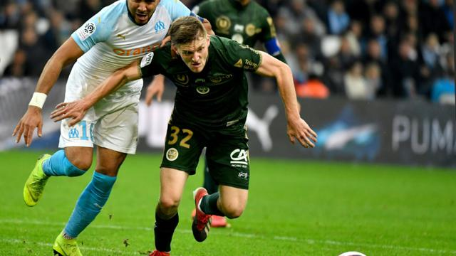Le Marseillais Dimitri Payet (g) à la lutte avec le défenseur belge de Reims Thomas Foket, le 2 décembre 2018 au Stade Vélodrome [GERARD JULIEN / AFP]