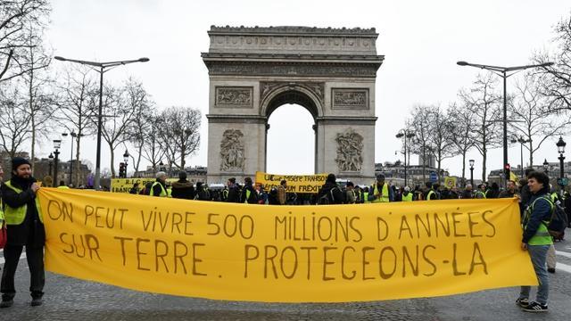 """Manifestation des """"Gilets Jaunes"""" devant l'Arc de Triomphe le 9 mars 2019 à Paris [Bertrand GUAY / AFP]"""
