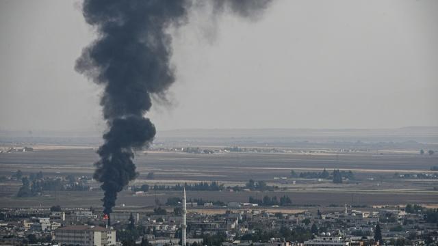 De la fumée au-dessus de la ville syrienne de Ras al-Ain, lors de l'offensive des forces turques, le 18 octobre 2019 [Ozan KOSE / AFP]