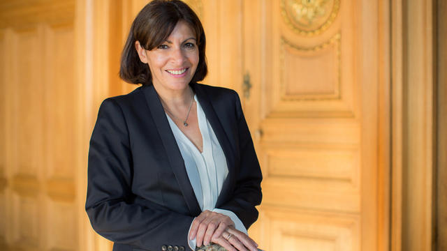 La maire PS de Paris, Anne Hidalgo, dans son bureau de l'Hôtel de Ville.