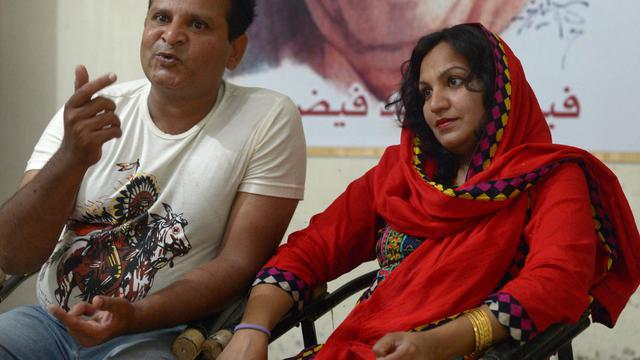 Un couple pakistanais inter-religieux, Naadir Maan et sa femme Saba, le 9 mai 2014 dans leur appartement de Faisalabad [Farooq Naeem / AFP]