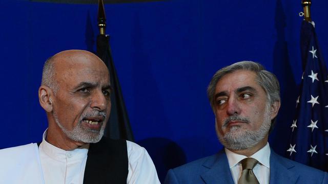 Les candidats à la présidentielle afghane Ashraf Ghani (g) et Abdullah Abdullah, le 8 août 2014 à Kaboul [Wakil Kohsar / AFP]