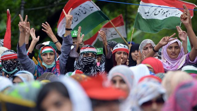Des partisans de l'opposant pakistanais Tahir ul-Qadri, qui réclame la démission et l'arrestation du Premier ministre Nawaz Sharif, manifestent à Islamabad le 16 août 2014 [Aamir Qureshi / AFP]