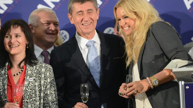 Le milliardaire tchèque Andrej Babis, chef de file du parti populiste ANO, célèbre les résultats des législatives, le 26 octobre 2013 à Prague [Michal Cizek / AFP]