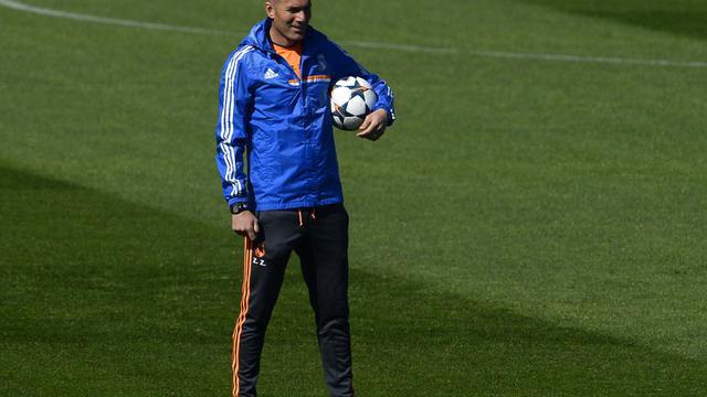 Zinédine Zidane, entraîneur-adjoint de Carlo Ancelotti, lors d'un entraînement du Real Madrid, le 17 mars 2014 à Valdebebas [Pierre-Philippe Marcou / AFP/Archives]